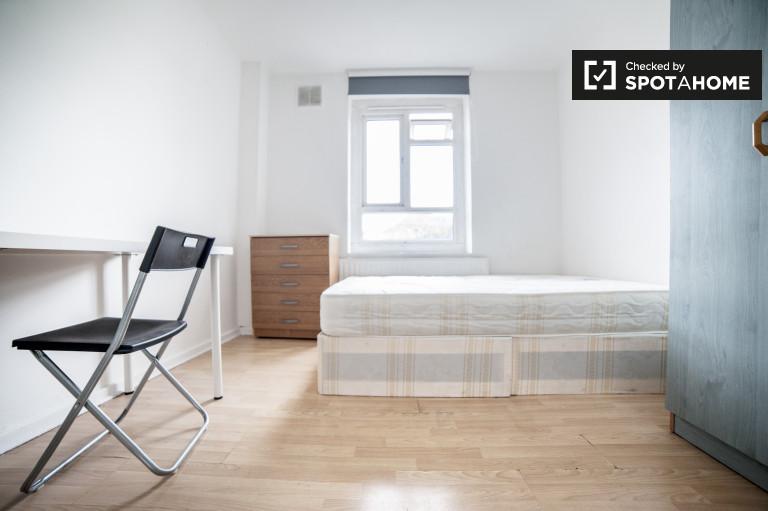 Equipped room in 5-bedroom flat in Lambeth, London