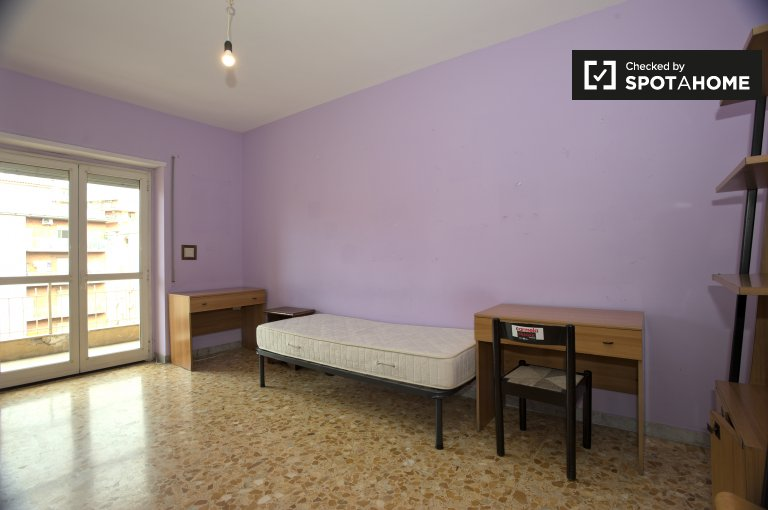 Twin Beds in Rooms for rent in an all female 4-bedroom apartment in Tiburtino