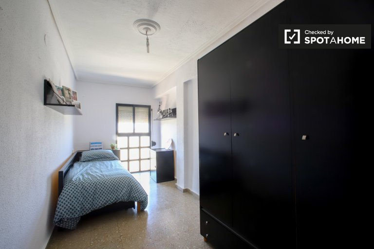 Chambre lumineuse dans un appartement de 3 chambres à Rascanya, Valence