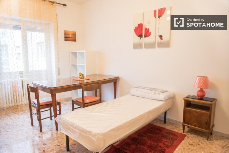 Quartos para alugar em apartamento de 2 quartos em San Giovanni, Roma