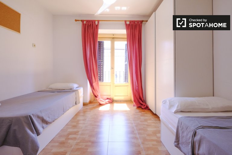 Beds for rent in shared room, residence in Argüelles, Madrid
