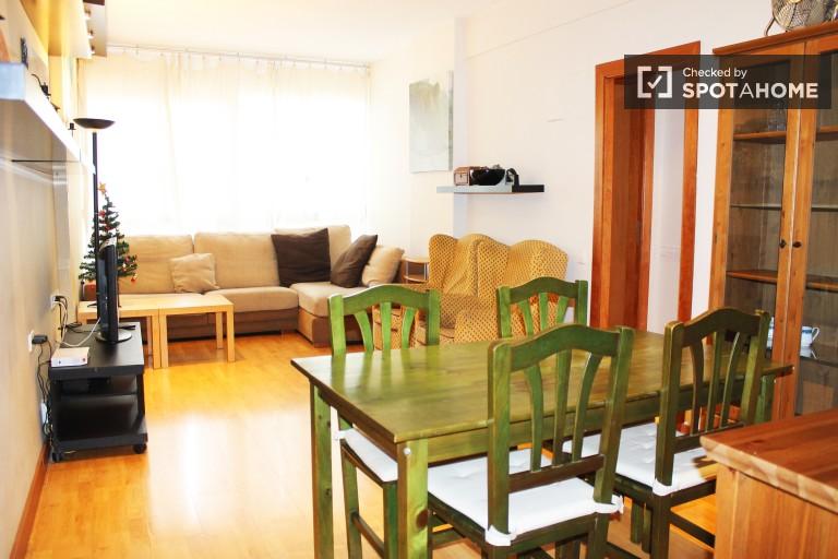 Jasne mieszkanie z 4 łóżkami z rachunkami w Eixample Dreta, Barcelona