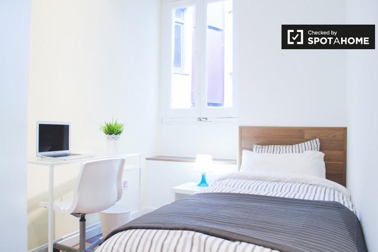 Share a 3-bedroom apartment in Lavapiés, Madrid