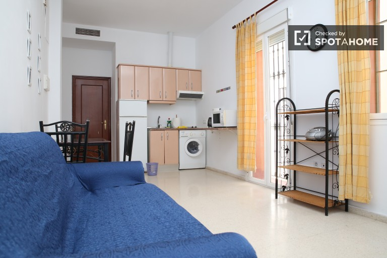 Quiet one bedroom apartment with a balcony and air conditioning, San Vicente