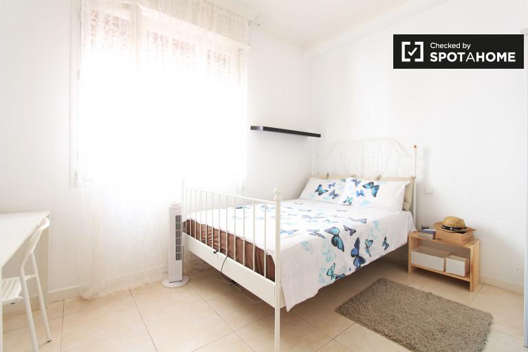 Umeblowany pokój w 6-pokojowym apartamencie w Salamance w Madrycie