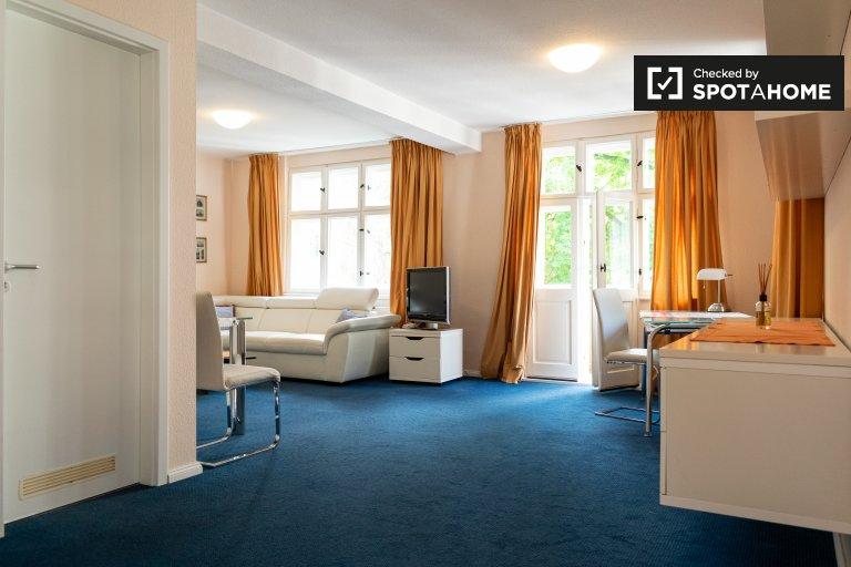 Ruhige Wohnung mit 1 Schlafzimmer in Westend, Berlin zu vermieten