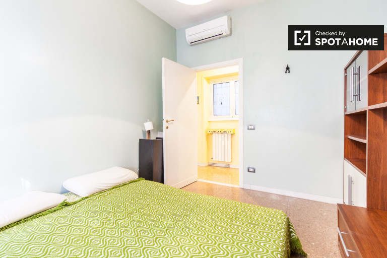 Spacious room in apartment in Ardeatino, Rome