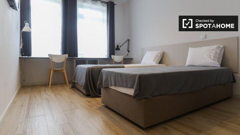 Aluga-se quarto numa residência em Aldoar, Porto
