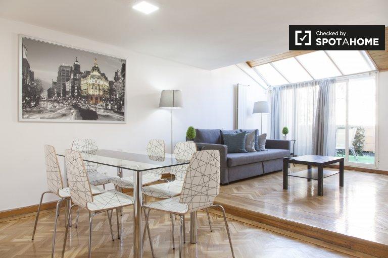 Soleado apartamento de 1 dormitorio en alquiler en Chueca, Madrid.