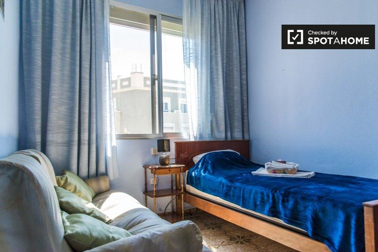 Pokój do wynajęcia w apartamencie z 3 sypialniami w Benicalap w Walencji