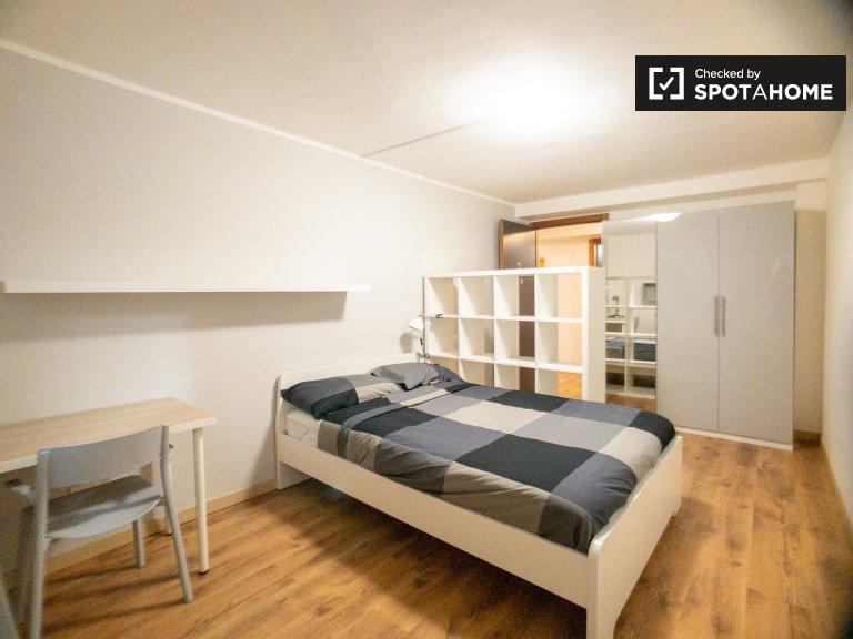Zimmer zu vermieten in 10-Zimmer-Wohnung in Precotto, Mailand