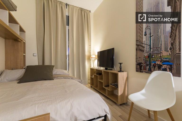 Studio zu vermieten mit Klimaanlage und Balkon in Madrid City Centre