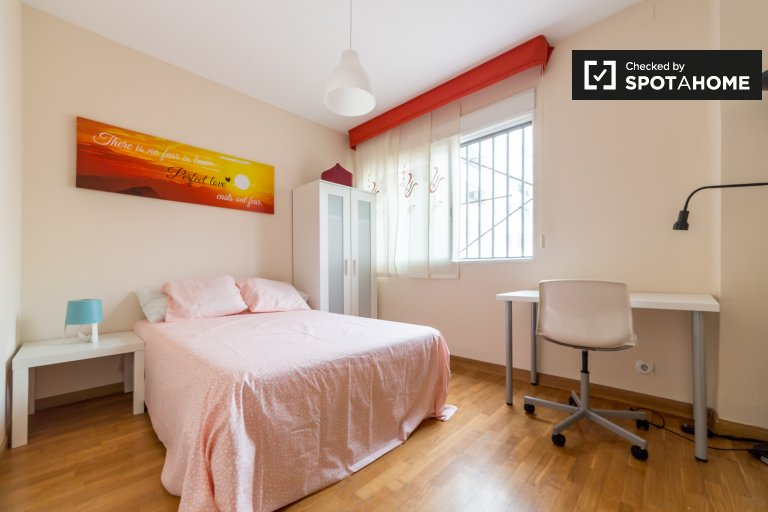 Furnished room in 6-bedroom apartment in Algirós, Valencia