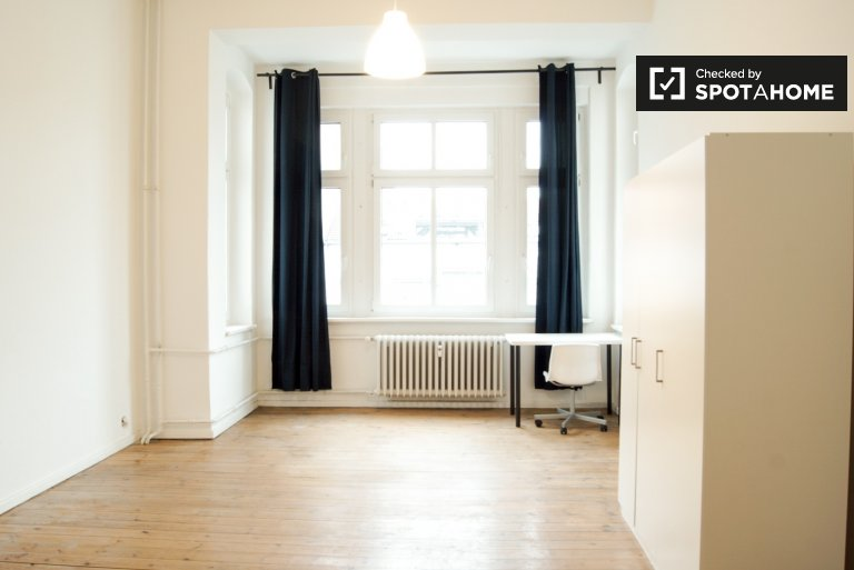 Large room in 4-bedroom apartment in Charlottenburg, Berlin