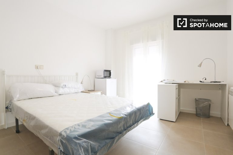 Stilvolles Zimmer zur Miete in Puente de Vallecas, Madrid