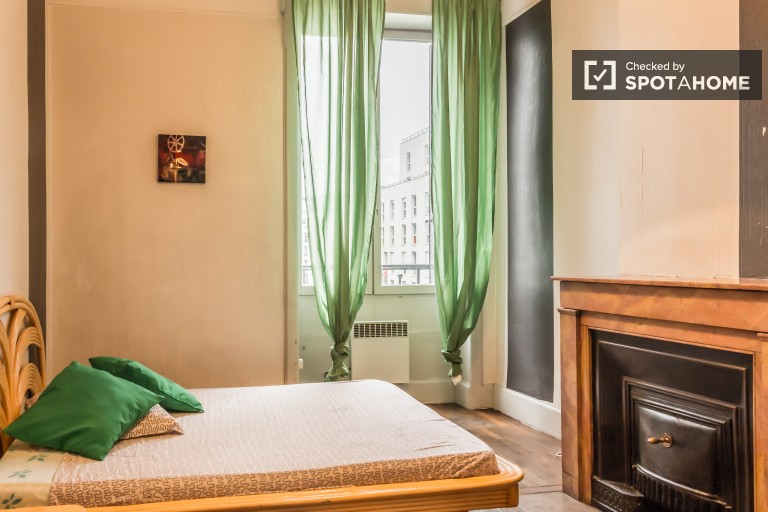 Double Bed in Rooms for rent in charming  2-bedroom apartment in 7th arrondissement