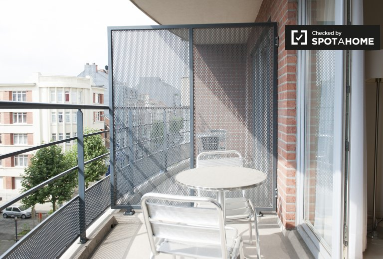 Spacious 2-bedroom apartment with balcony for rent in Schaerbeek