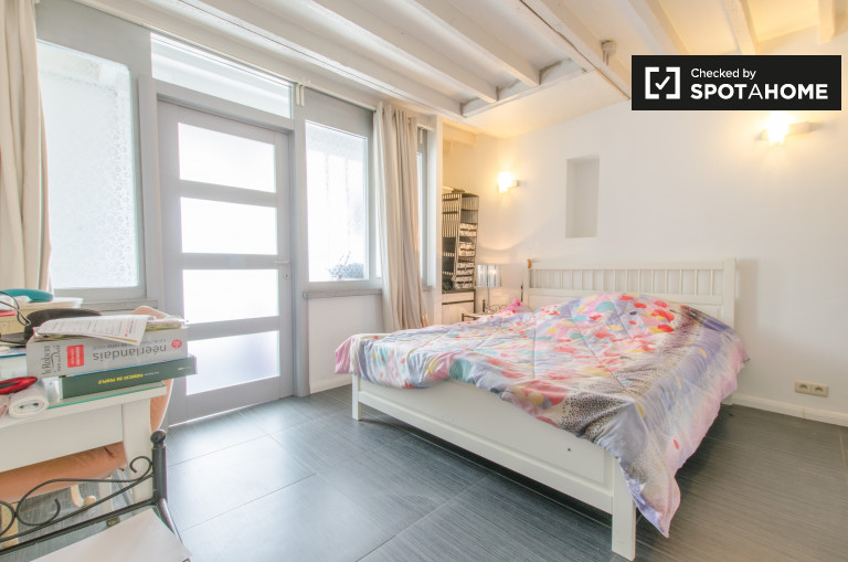 Double Bed in Rooms for rent in 2-bedroom apartment with terrace in neighbourhood of Forest