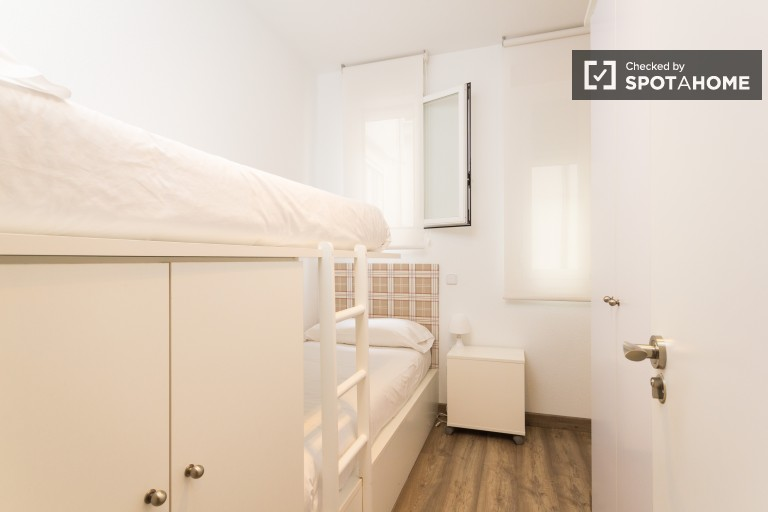 Bunk Beds in Comfortable rooms for female students in a fantastic residence hall in Moncloa