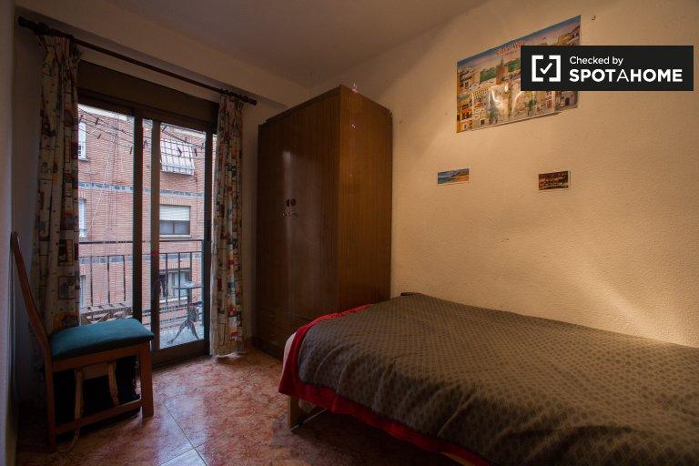 Chambre avec balcon, appartement de 3 chambres à Patraix, Valence