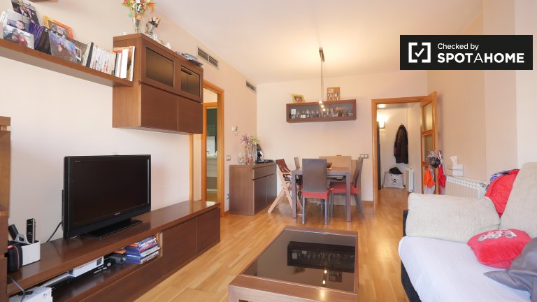 Spacious 2-bedroom apartment for rent in Sants, Barcelona