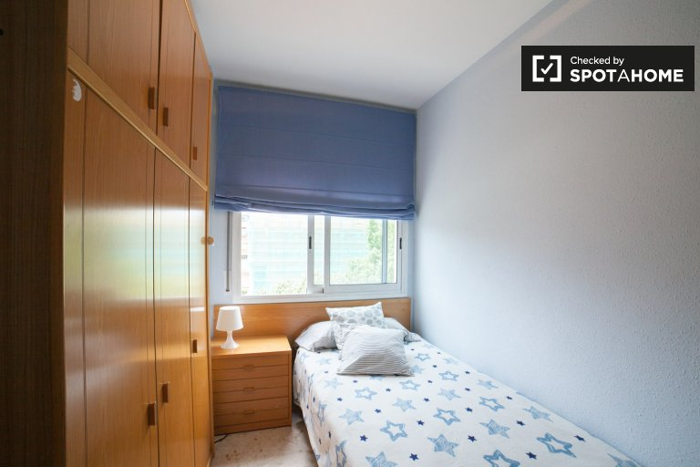 Sunny room in 4-bedroom apartment in Sant Martí, Barcelona