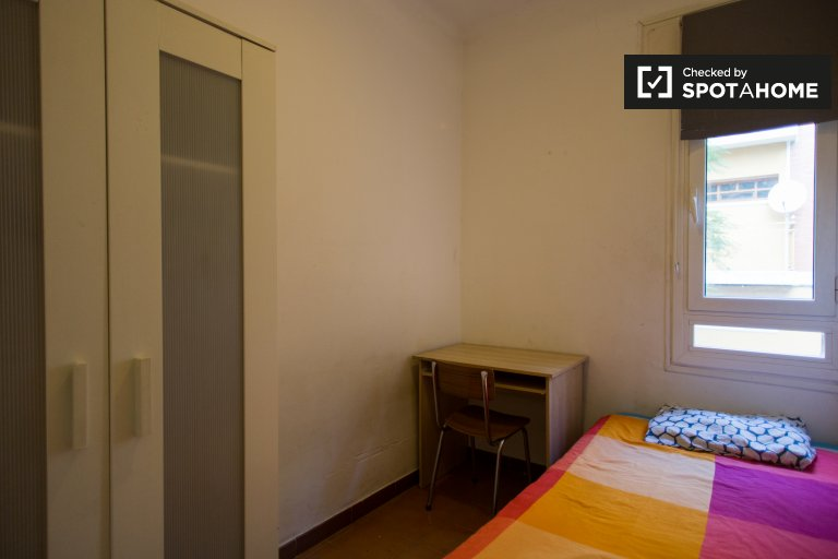 Tidy room in 10-bedroom apartment in Les Corts, Barcelona