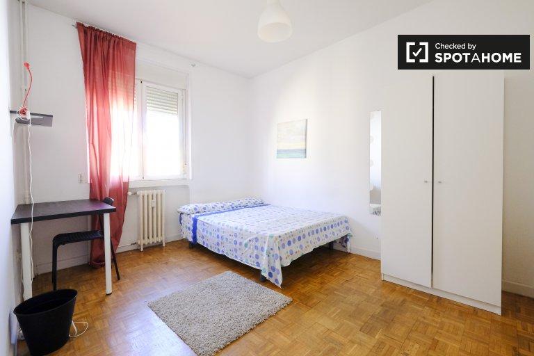 Spacious room in 4-bedroom apartment in La Latina, Madrid