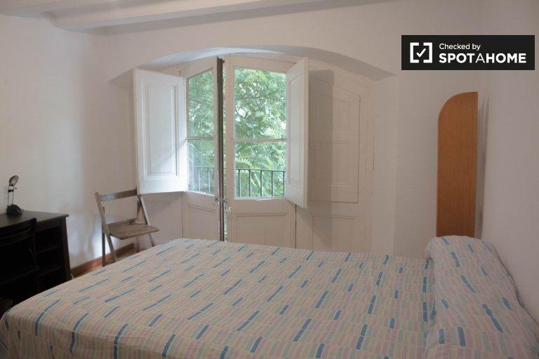 Habitación soleada en un apartamento de 6 dormitorios en El Raval, Barcelona