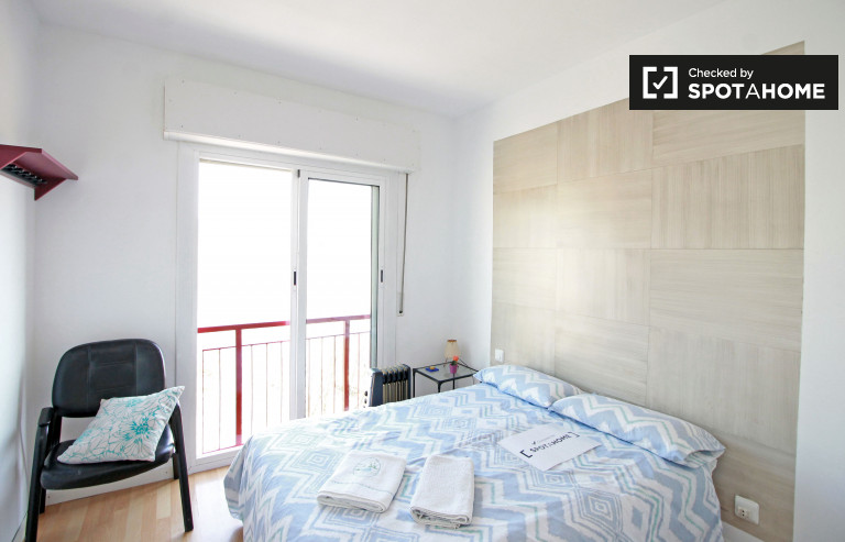 Wonderful room in 4-bedroom apartment in Poblenou, Barcelona