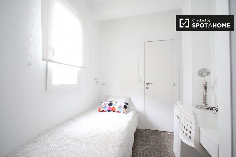 Jolie chambre à louer dans un appartement de 4 chambres à Benimaclet