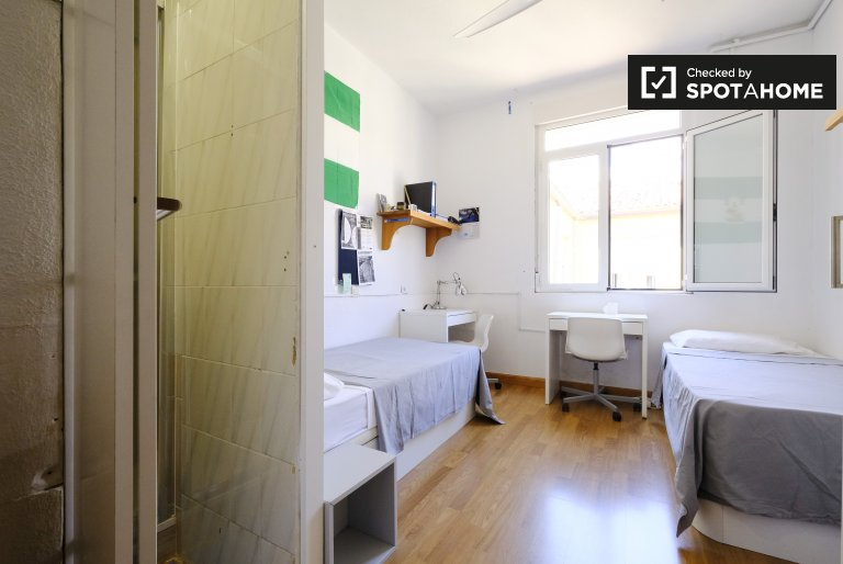 Beds or room to rent in residence in Argüelles, Madrid