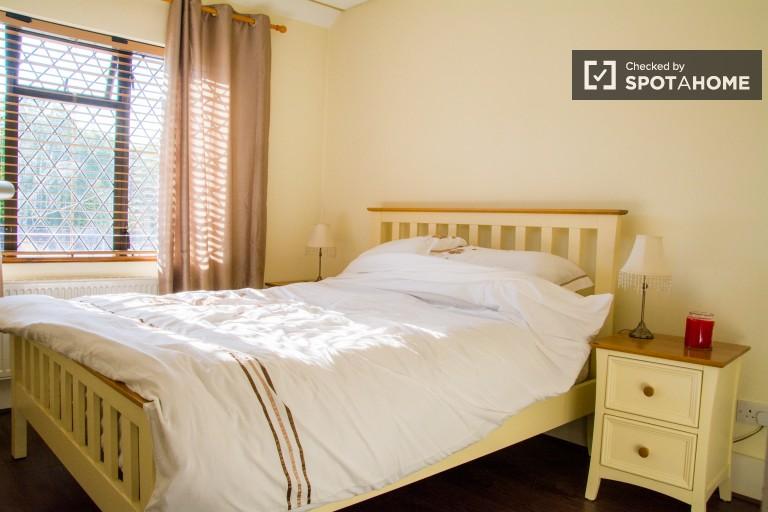 Sala de acolhimento em apartamento de 2 quartos em Shankill, Dublin