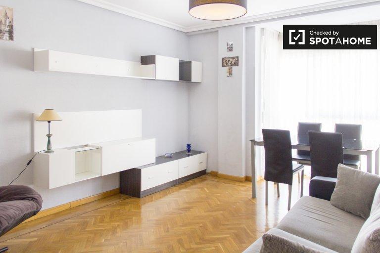 Przestronne 1-pokojowe mieszkanie do wynajęcia w Imperial, Madryt