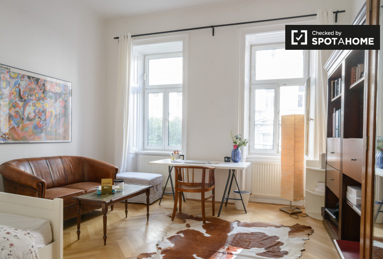 Double Bed in Rooms for rent in a bright 3-bedroom apartment in Oberdöbling