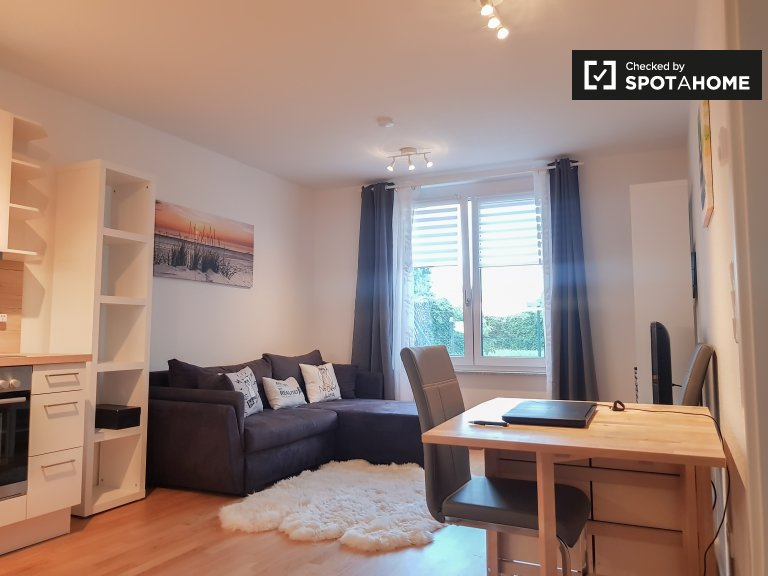 Moderno appartamento con 1 camera da letto a Treptow-Köpenick, Berlino