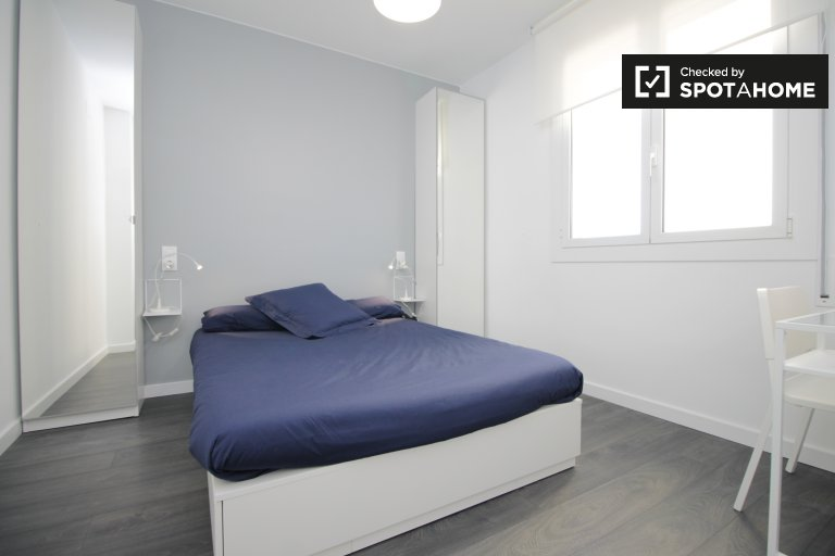 Ensuite room in 3-bedroom apartment - Poble Sec, Barcelona