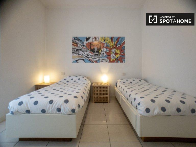 Łóżka do wynajęcia we wspólnym mieszkaniu z 2 sypialniami w Precotto
