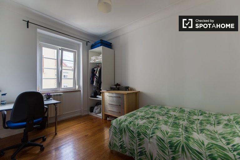 Kiralık çift kişilik oda, 6 yatak odalı daire, Areeiro