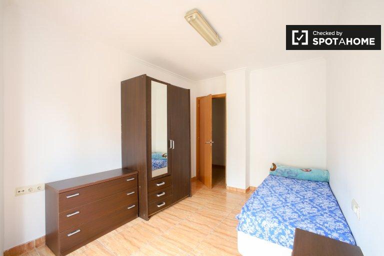 Pokój do wynajęcia w apartamencie z 5 sypialniami w Quatre Carreres