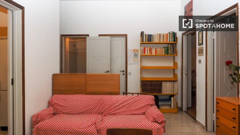 Grande Apartamento com 2 Quartos e Varanda em Porta Venezia, Milão