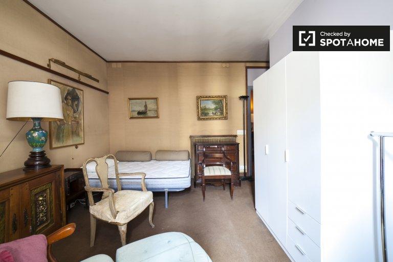 Pokój do wynajęcia w 4-pokojowym mieszkaniu w L'Esquerra Eixample