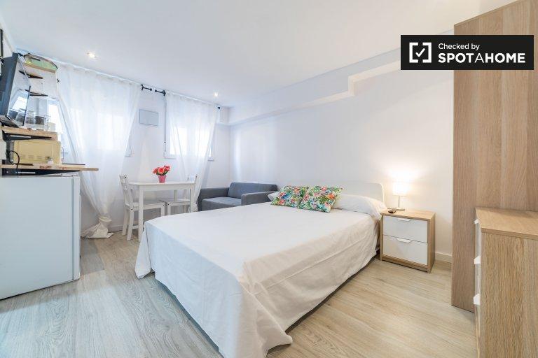 Cosy studio apartment for rent in El Pla del Real, Barcelona