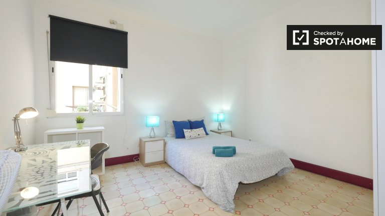 Exterior room in shared apartment in Eixample, Barcelona