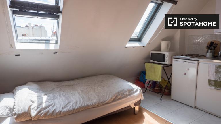 Semi-independent studio for rent - 9th arrondissement, Paris