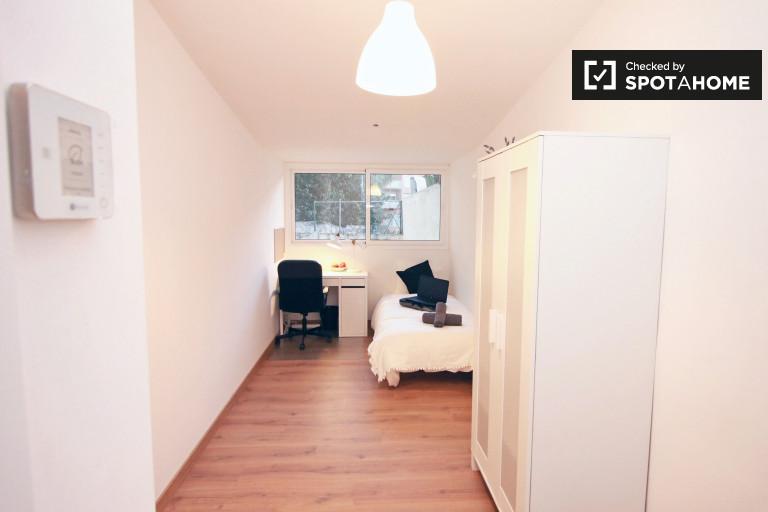 Chambre lumineuse dans un appartement partagé à Eixample, Barcelone