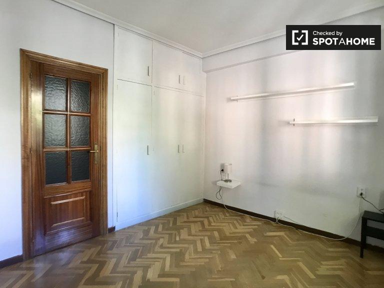 Se alquila habitación en piso de 2 dormitorios en Ciudad Universitaria
