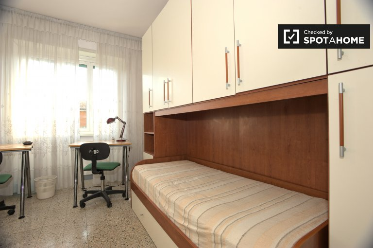 Twin Beds in Beds and room for rent in a furnished 2-bedroom apartment in Ostiense