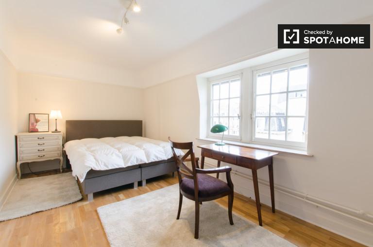 Gutes Zimmer in 2-Zimmer-Wohnung in Saint Gilles, Brüssel