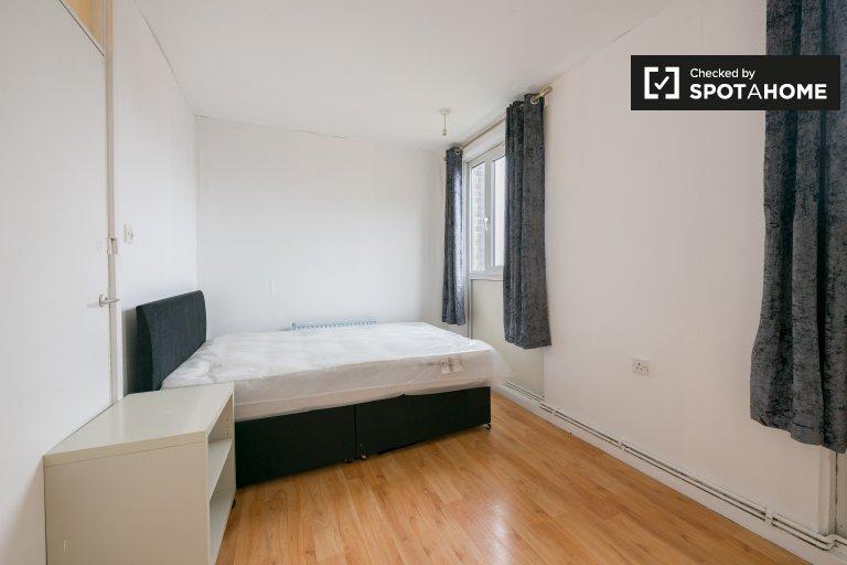 Dolce stanza in affitto in un appartamento con 2 camere da letto a Bow, Londra